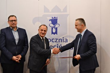 Szczecin Shipyard and Gdańsk Shipyard sign an agreement.
