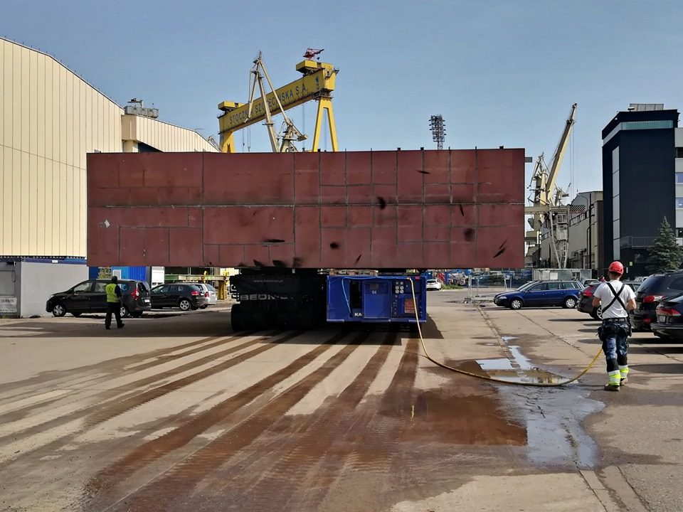 Transport of section 203 to the Wulkan slipway centre